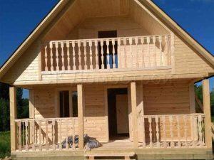 Баня двухэтажная с балконом